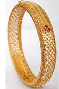Actress Vaibhavi Shandaliya is setting fashion goals this Onam season with her latest look in Kalyan Jewellers' digital ad